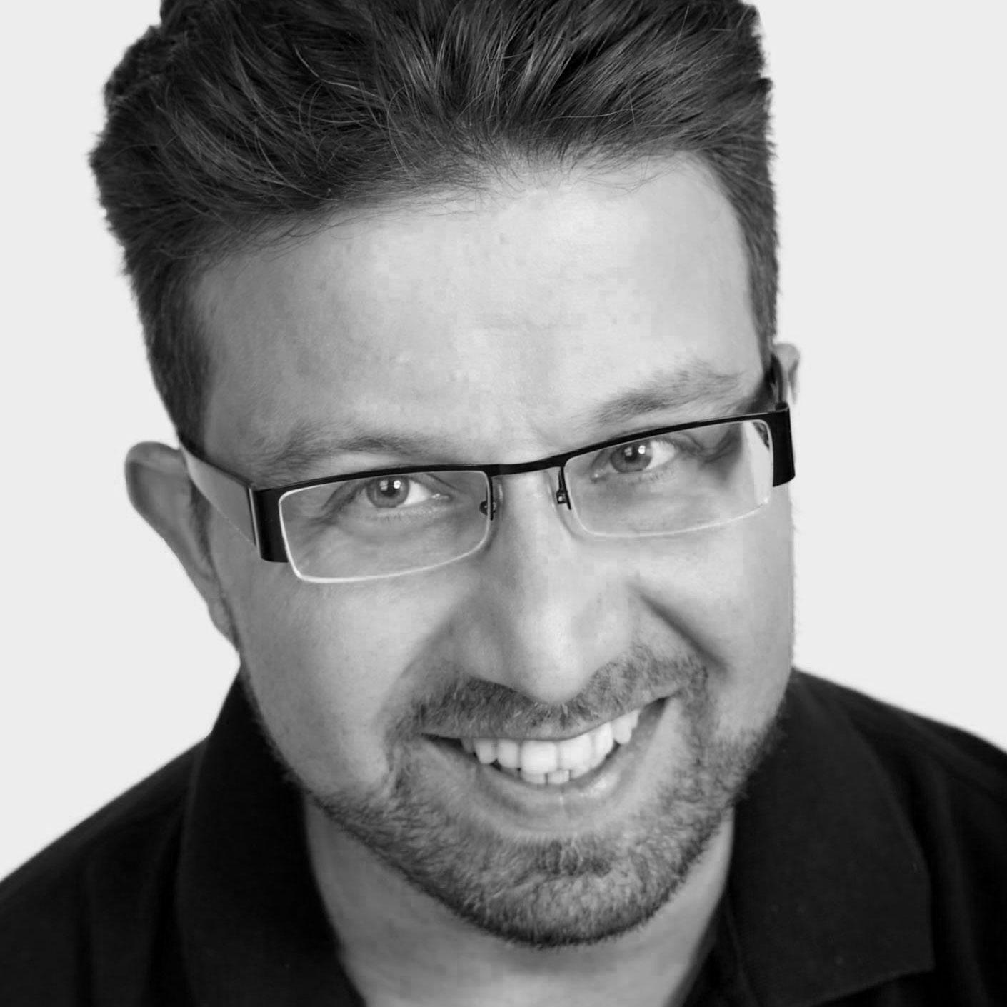 Professioneller Sprecher mit Tonstudio | Zafer Günpinar